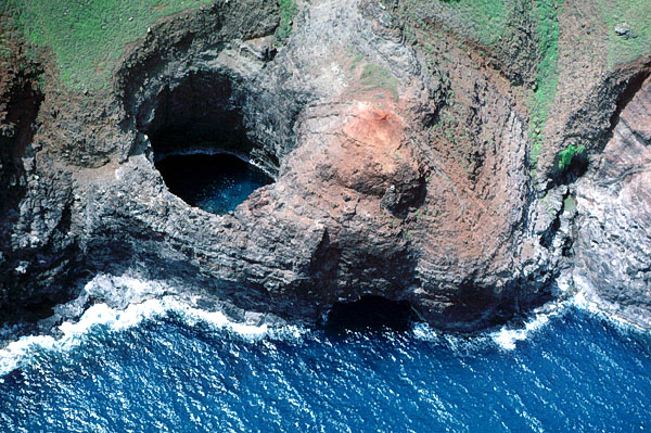 Open sea cave, Na Pali Coast